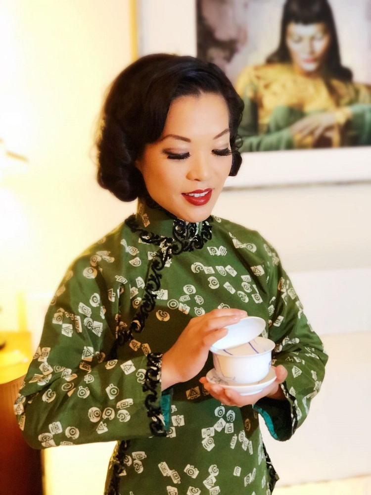 Marianne Cheesecake is wearing traditional vintage Chinese clothing.