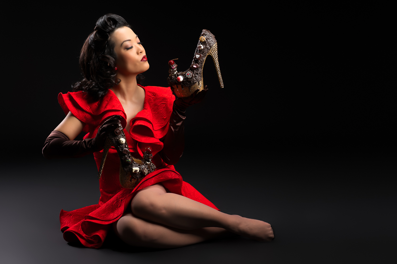 Marianne Cheesecake is modelling for Nina Marie Shoes. Photo by Henny Sep.